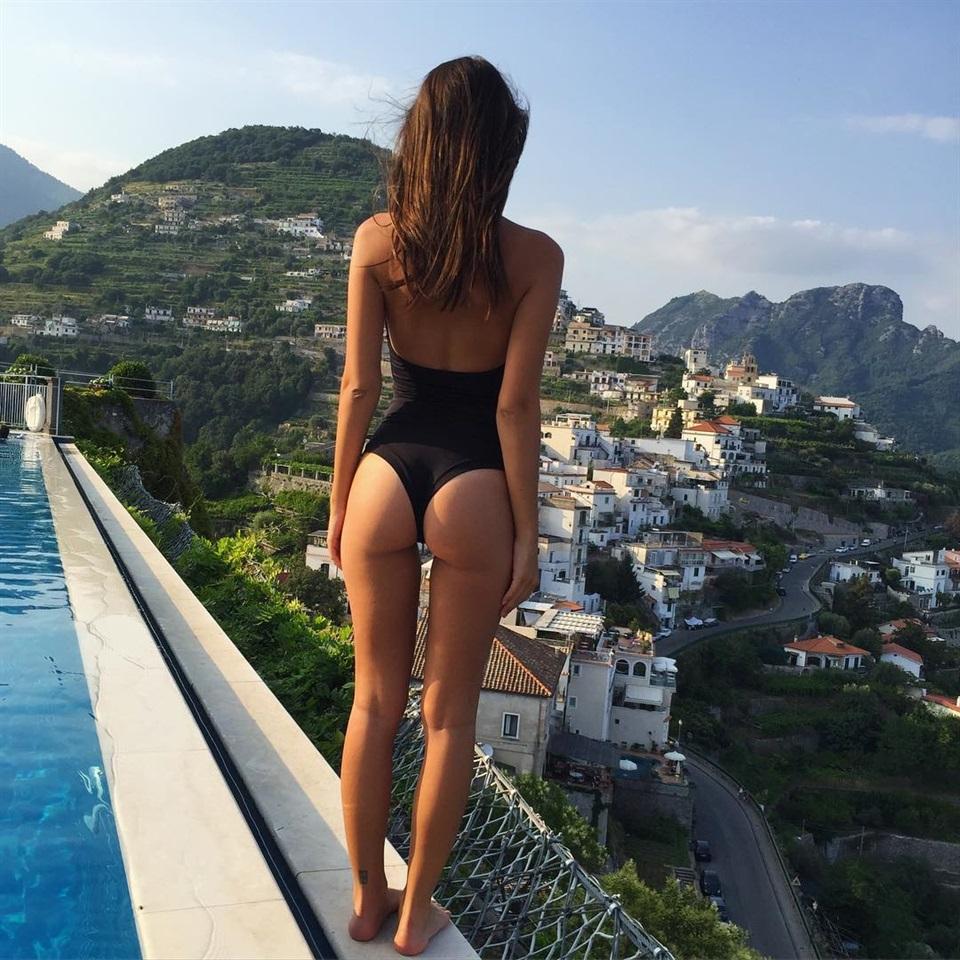 Emily Ratajkowski / Compie 25 anni: Buon compleanno... social! (Oggi, 8 giugno 2016)