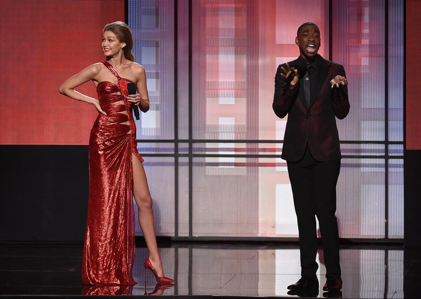 Gigi Hadid, scandalo per la sua imitazione di Melania Trump