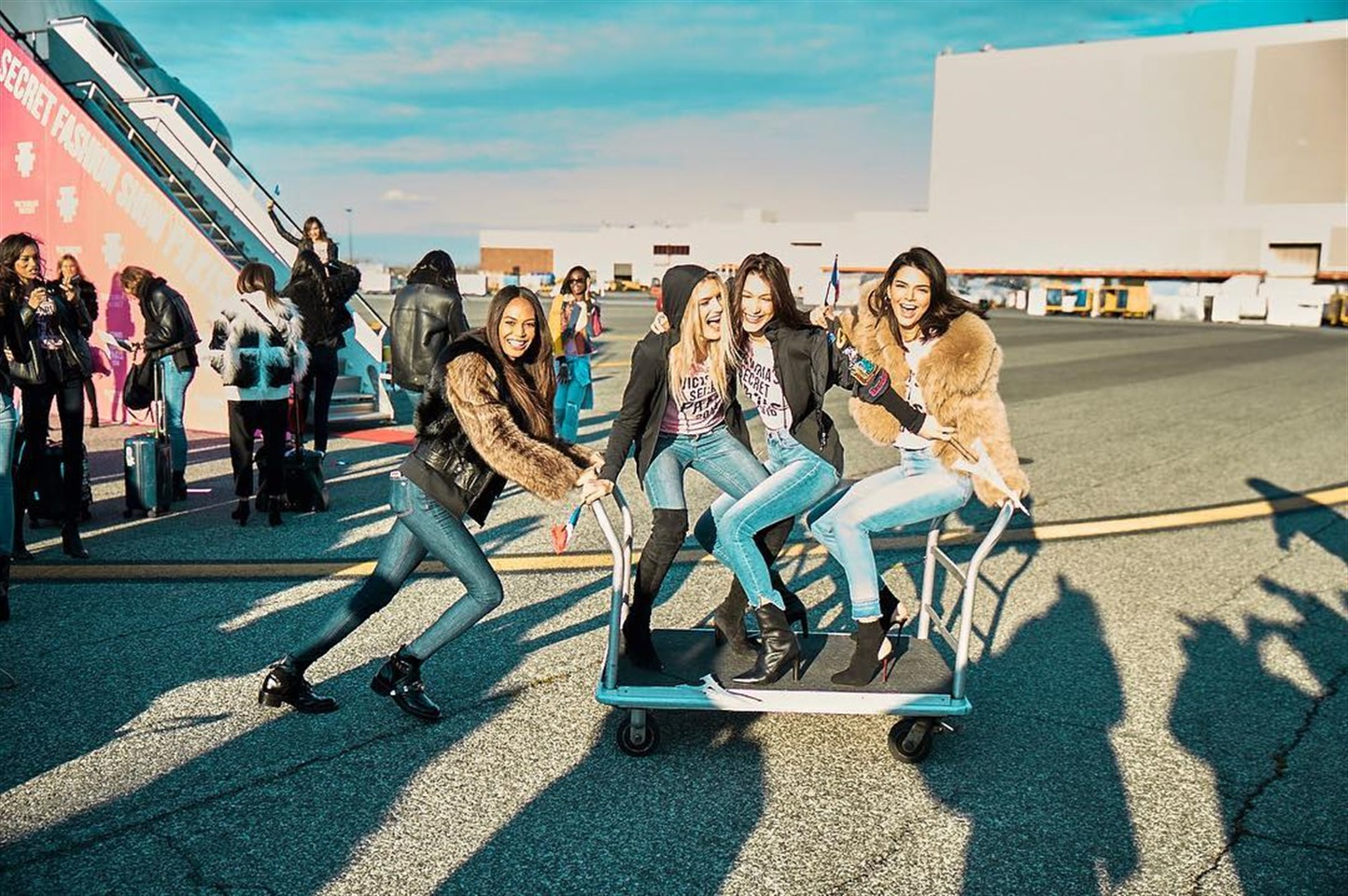 Gli angeli di Victoria's Secret conquistano Parigi: tutto pronto per sfilata