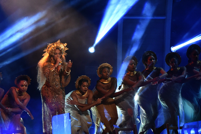 Carlos Santana: la differenza fra Adele e Beyoncé? Adele sa cantare