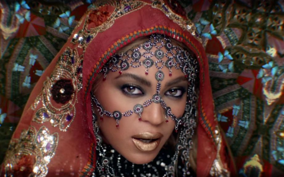 Beyoncé stile Bollywood per i Coldplay