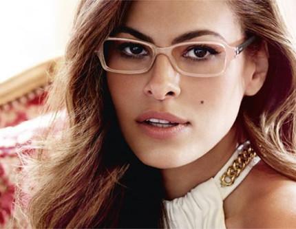 Trucco per occhiali da vista come far risaltare il viso for Attrici con gli occhiali da vista