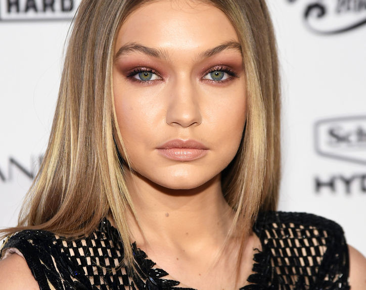 gigi-hadid-burgundy-eye-makeup-2-w724