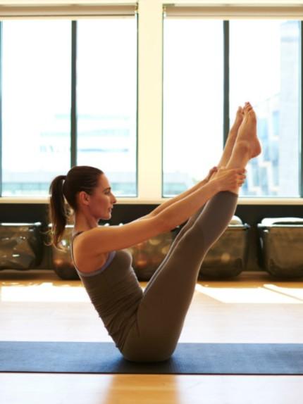 Come snellire il punto vita con yoga e pilates