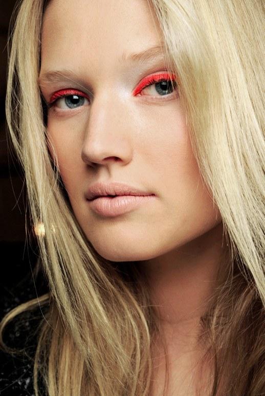 Neon-Orange-Highlighter-Eye-Makeup