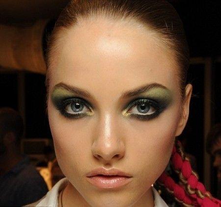 trucco-verde-adatto-a-tutti-i-tipi-di-occhi