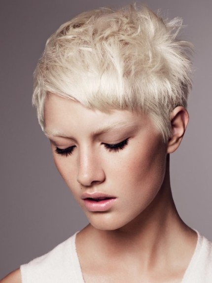 capelli-corti-biondo-platino