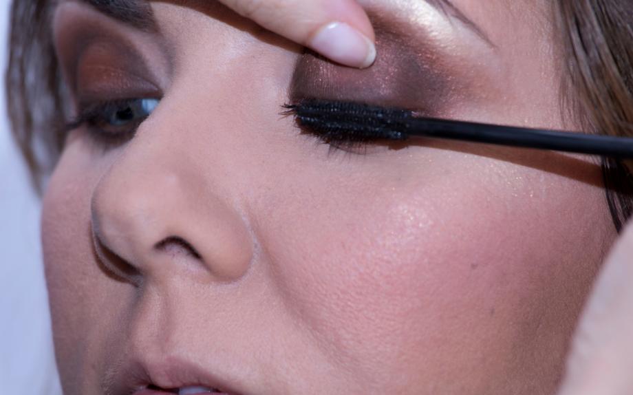 Eccezionale Trucco occhi azzurri: come realizzare lo smokey eye marrone  LA42