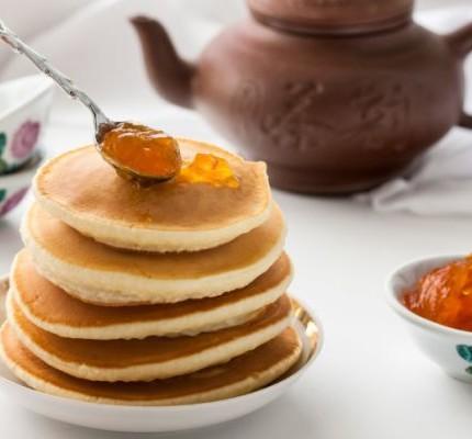 Pancake-integrali-con-confettura-di-pere-e-cannella