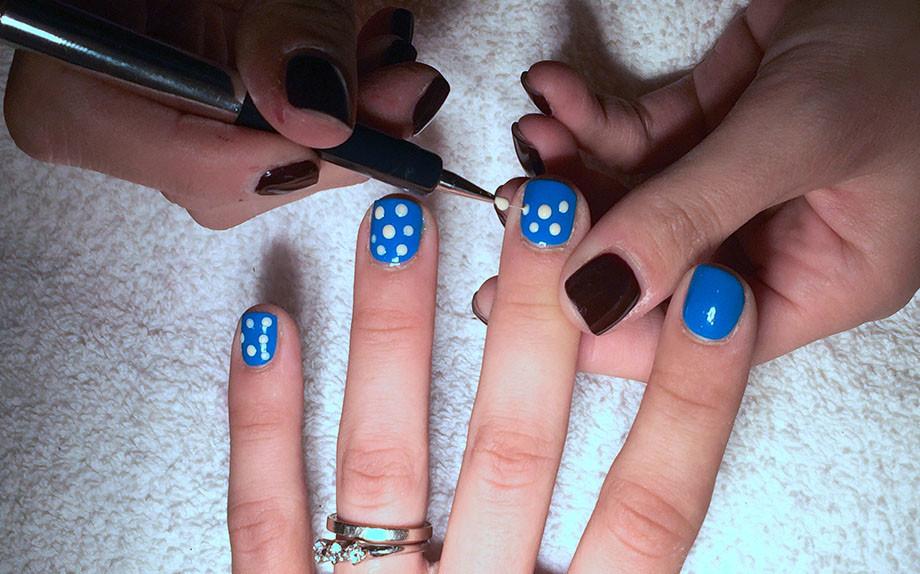 polka dots nail art Nayla Carvalho