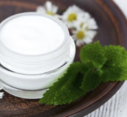 come-fare-in-casa-crema-mani-naturale-nutriente-idratante-640x395