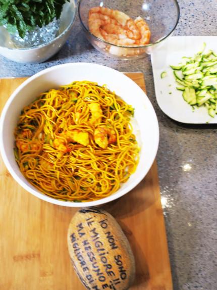 La mia ricetta del giorno: tagliolini alla curcuma con zucchine e gamberetti