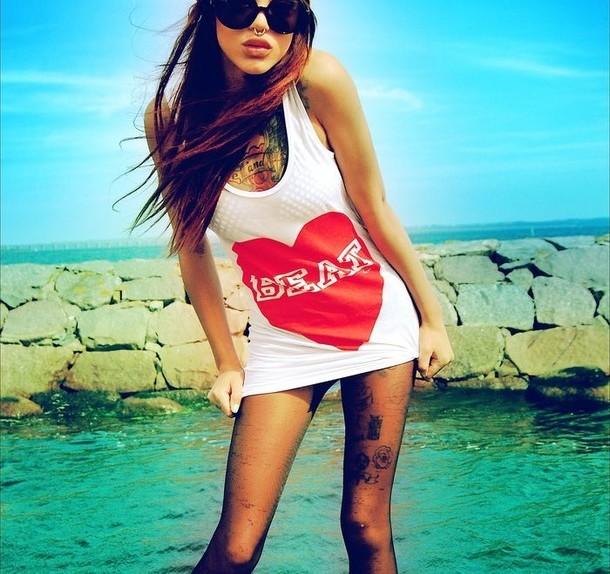 Favim.com-girl-glasses-sea-summer-tattoo-185610