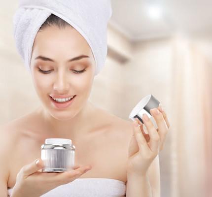 La nostra pelle ha bisogno di essere nutrita, specialmente in estate: segui questi 3 semplici consigli per contribuire ad una pelle più fresca ed elastica!