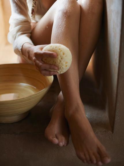Perché il sale fa bene alle gambe in estate