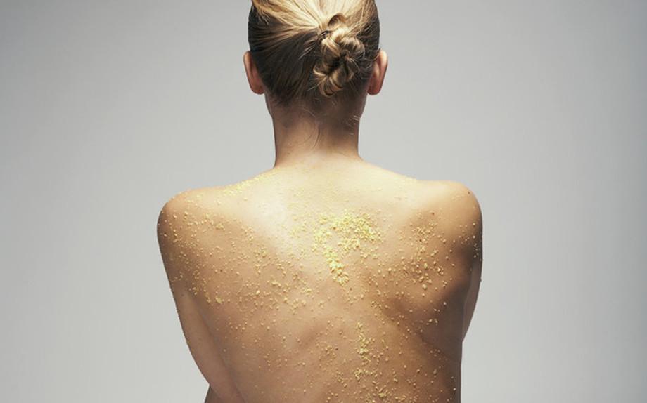 Scrub: su pelle asciutta o bagnata?