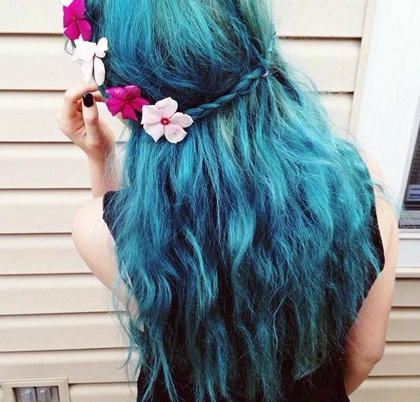 Long-teal-blue-hair-color-idea-nice-mermaid-hair-style-for-summer