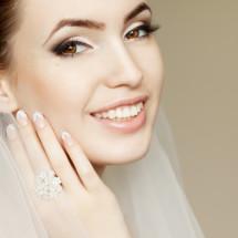 Nail art per la sposa, non solo total white