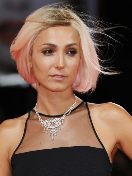 Perché Caterina Balivo ha ceduto ai capelli rosa?
