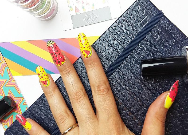 ... nail art sarà pronta per essere fissata con una buona passata di smalto  lucido che la sigilli definitivamente e la renda ancora più lucida e  invitante. f2cb868df4d2