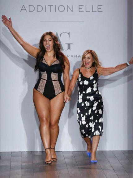 Grazie alle modelle curvy per la lingerie modellante