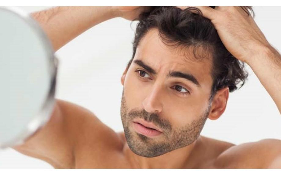 Caduta capelli uomo: cure e rimedi efficaci per ritardarla