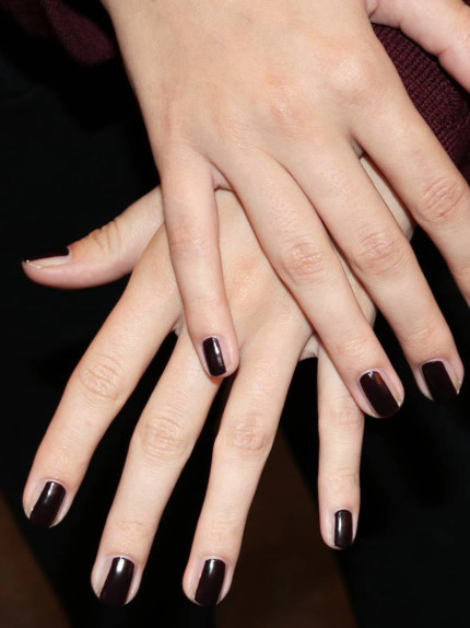 Nail contouring, ovvero come assottigliare le unghie con lo smalto