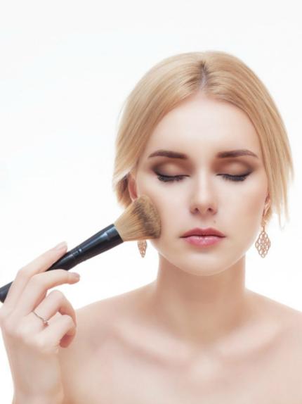 10 makeup tips per eliminare il colorito grigio di novembre