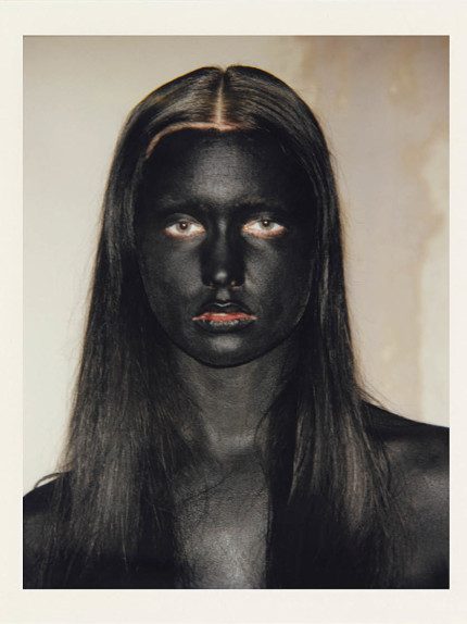 Lo sguardo femminile di Vanessa Beecroft