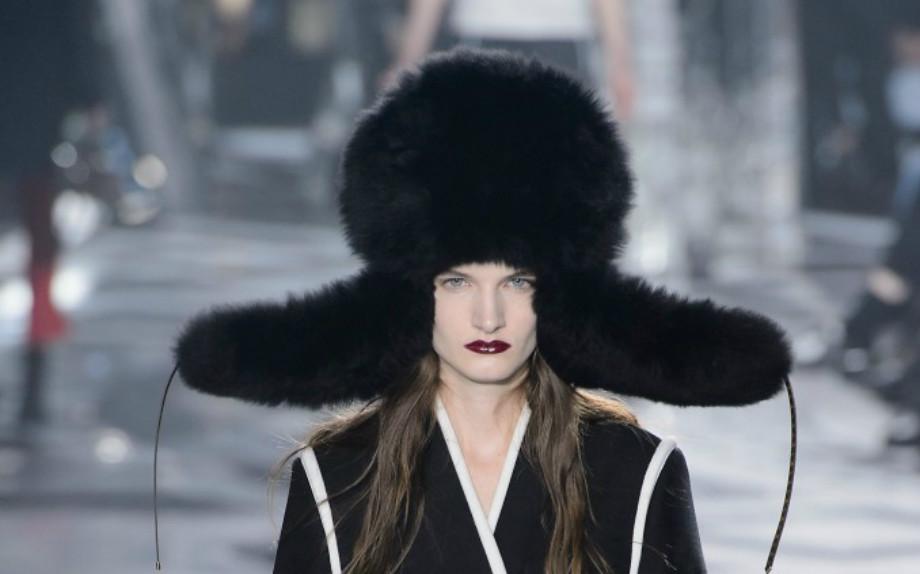 Accessorio must per l'inverno 2016: il cappello fur