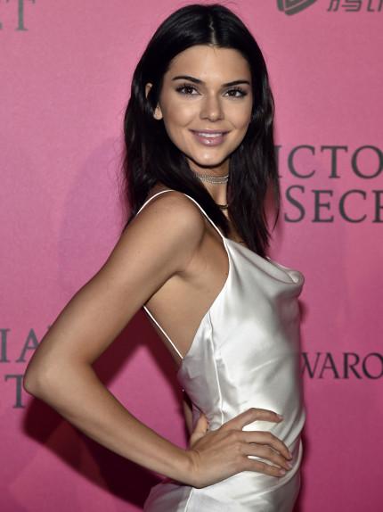 Kendall Jenner dipinge di rosa la stanza. Perché?