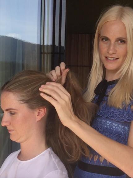 Hair tutorial da star con le sorelle Poppy e Chloe Delevingne