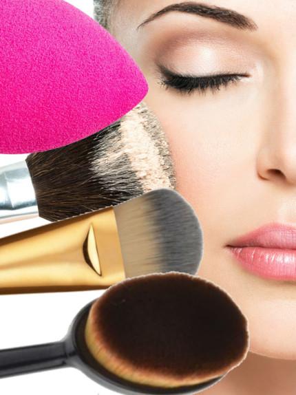 Beauty Blender, oval brush, pennelli, dita: guida all'applicazione del fondotinta