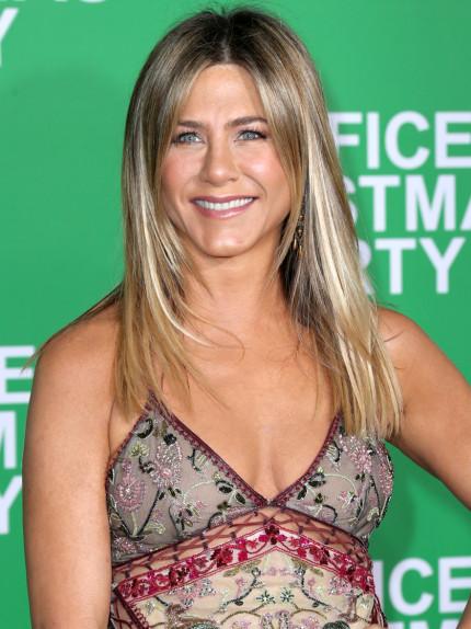 """Jennifer Aniston, 48 anni e il segreto di una bellezza """"illuminata"""""""