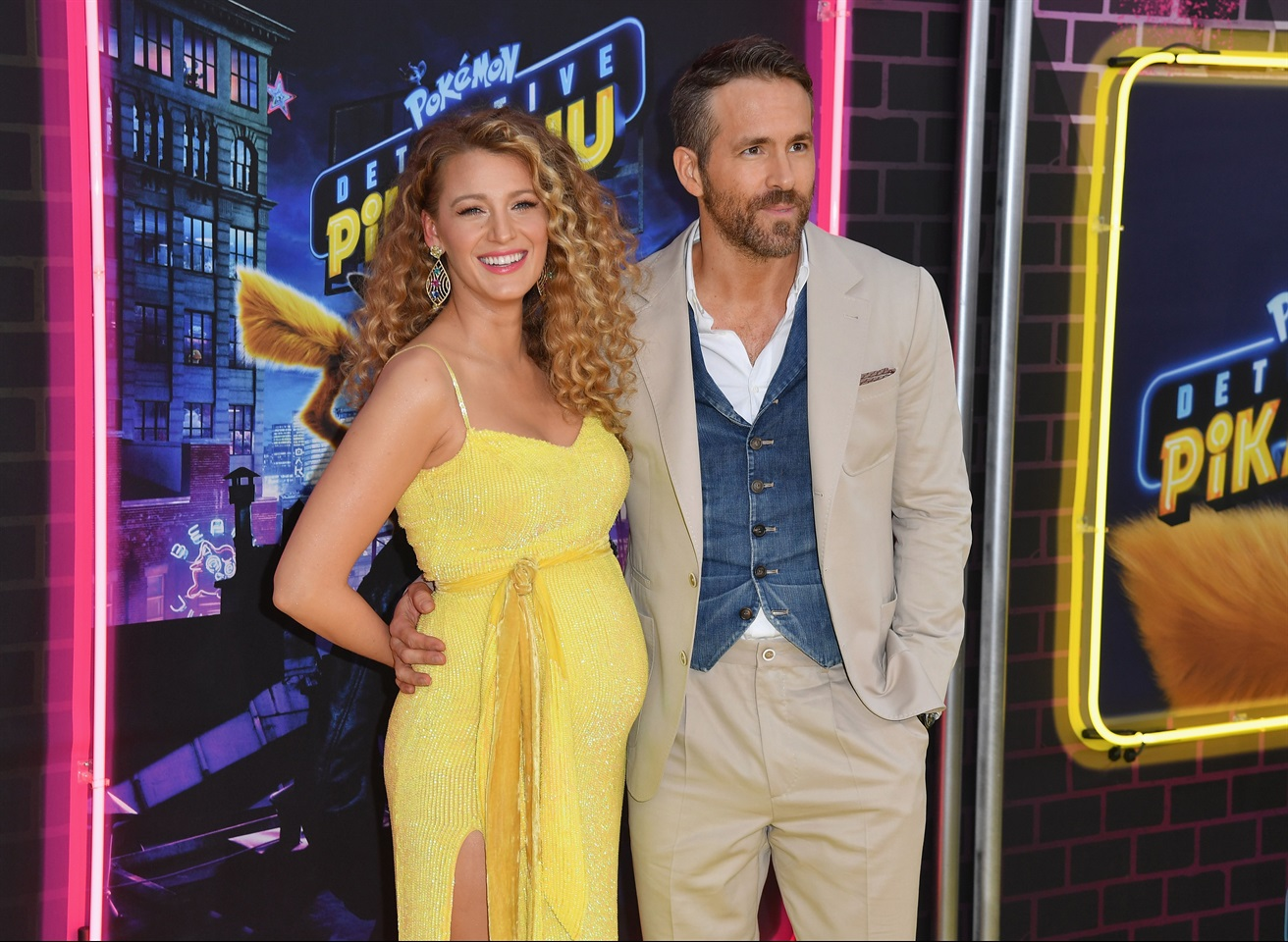 1f9717d44893 Blake Lively è incinta  l annuncio in un abito giallo Pikachu