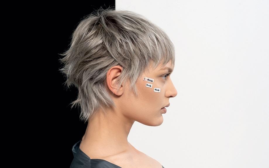 Grigio argento, il colore capelli che sfida l'età anagrafica