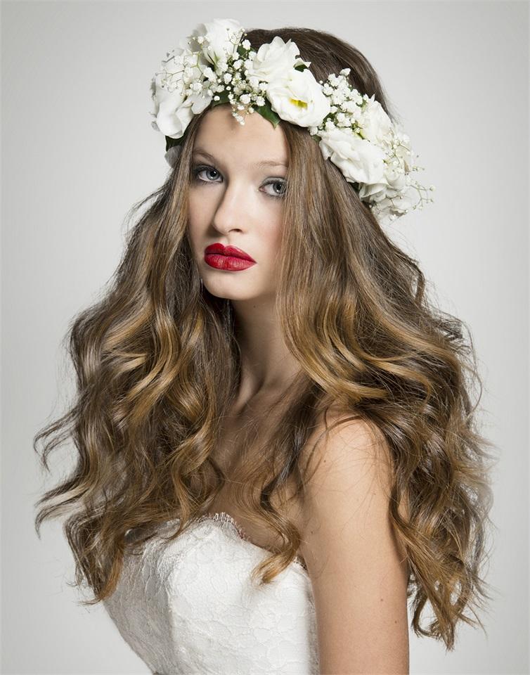 Sposa  fiori tra i capelli - Glamour.it 68b910719250