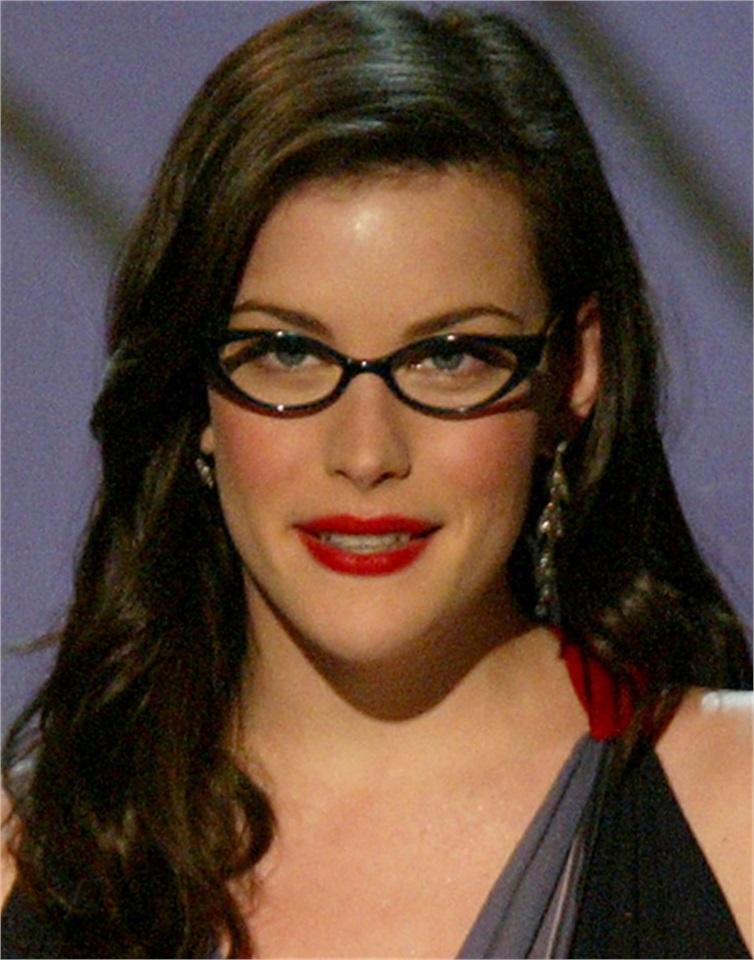 Come truccarsi con gli occhiali for Attrici con gli occhiali da vista