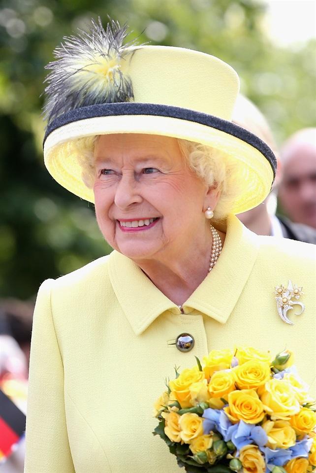 Elisabetta ii tutte le facce della regina dei record for La regina elisabetta 2