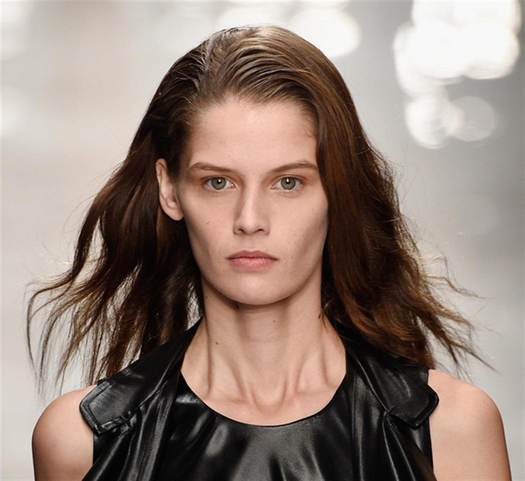 Tagli capelli lunghi fini e lisci