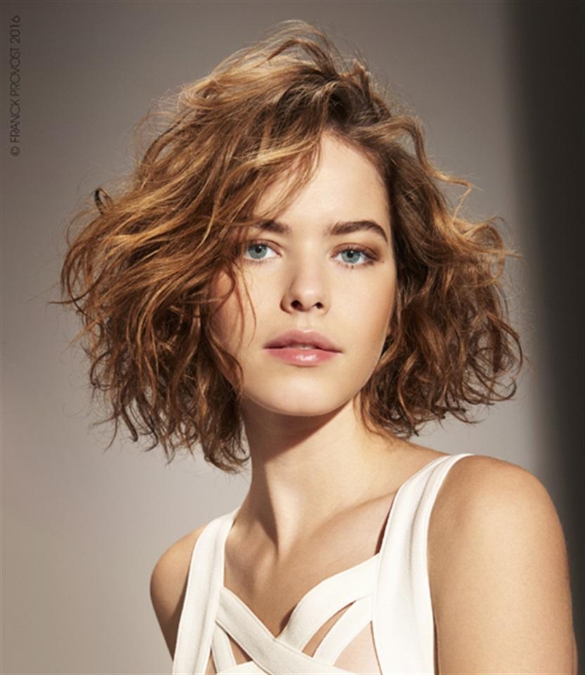Tagli alla moda capelli mossi