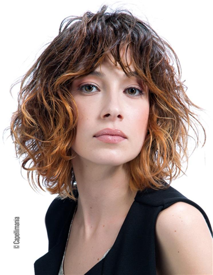 Taglio capelli medio lunghi mossi
