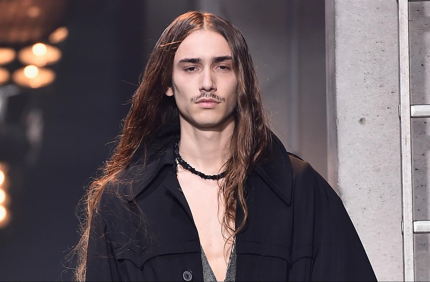 Ragazzi capelli lunghissimi