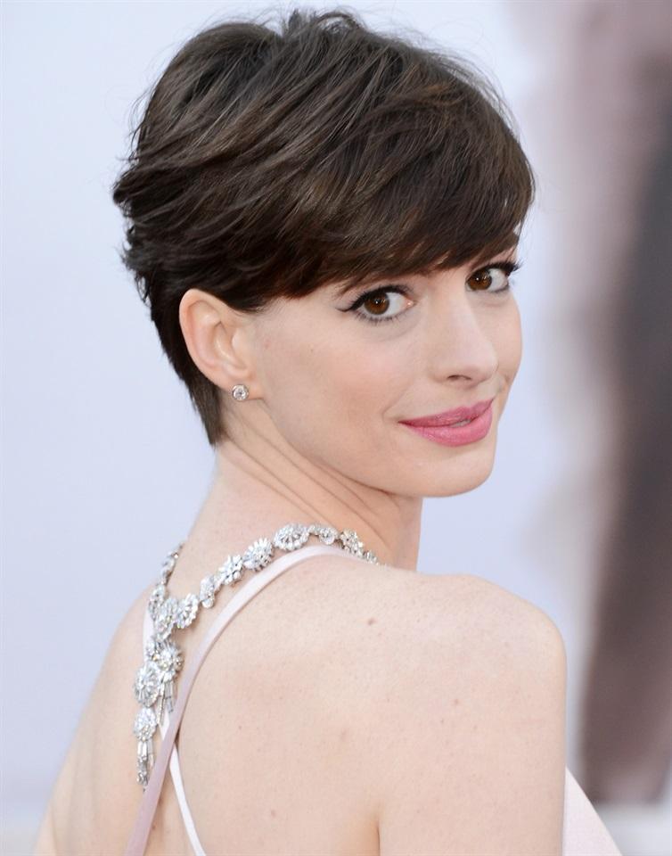 Tanti Auguri Anne Hathaway Glamour It
