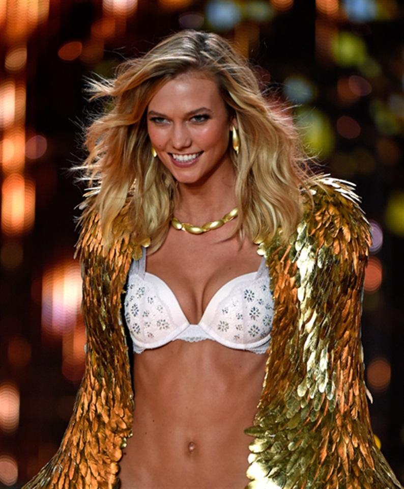 """0b5a7447044 Quando si dice """"Victoria'S Secret"""" ci sono delle immagini iconiche che  saltano subito alla mente: la bellezza degli """"angeli"""", i loro corpi snelli  e ..."""