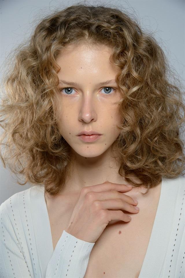 Taglio per capelli ricci foto