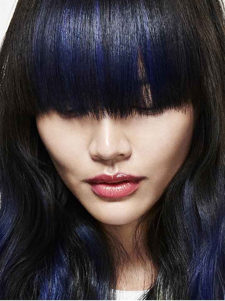 Colore di capelli blu elettrico