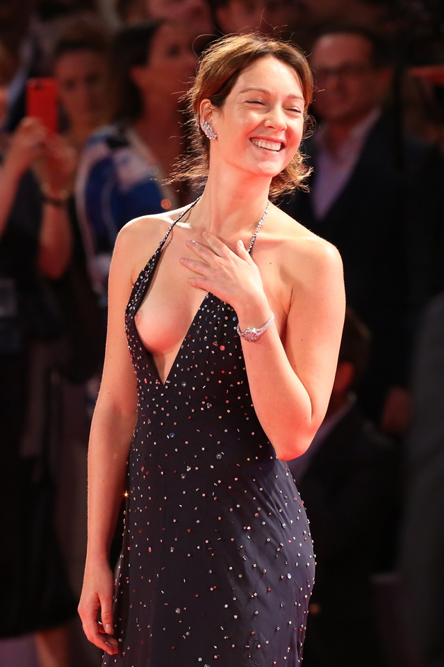 буду у актрис из платья видно грудь если хоть чуть-чуть