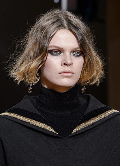 Capelli: riga laterale o centrale? | Vogue Italia