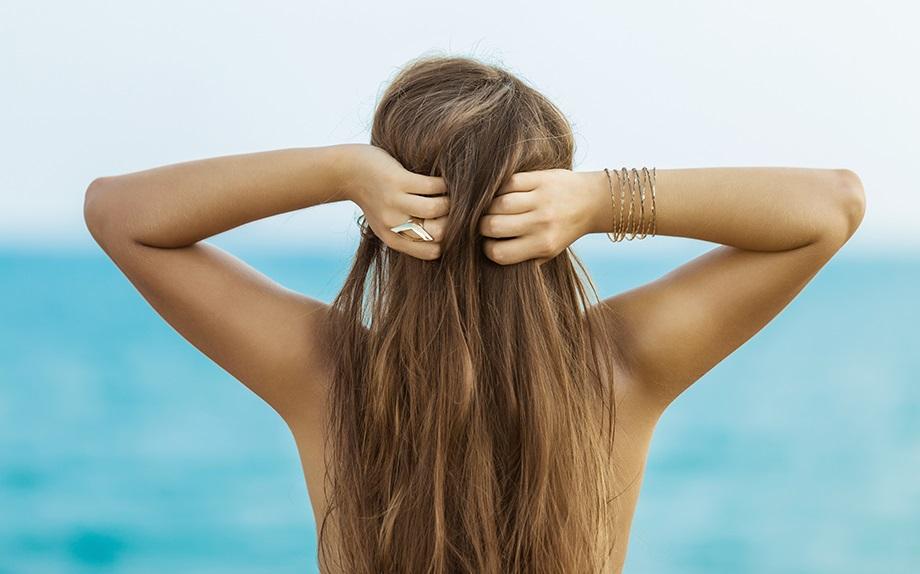 Cosa serve ai tuoi capelli per affrontare l'estate